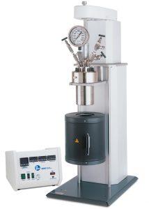 """Modell 4544 Hochdruckreaktor, 600 ml, """"Moveable"""" Behälter, mit Heizung unten, und 4848 Controller mit optionalen Erweiterungsmodulen."""