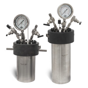 Models 4670-1G and 4670-1.5G Moveable Head High Pressure Vessels