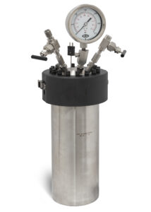 Model 4670-1.5G Moveable Head High Pressure Vessel, single valve, w/dip tube, gas release valve, gage, rupture disc, and thermowell